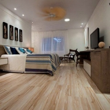 empresas de piso laminado de madeira Taboão