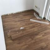 pisos de vinílicos madeira para empresa Bananal