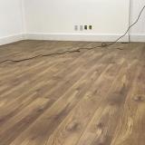 piso vinílico amadeirado