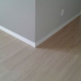 piso vinílico branco para empresa